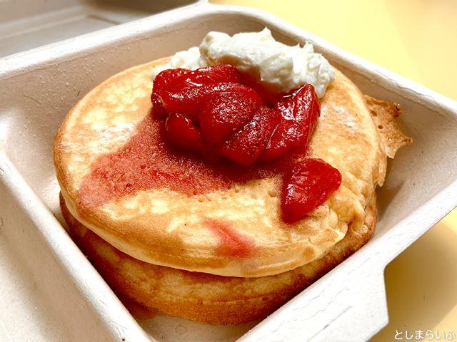 DIORAMA CAFE テイクアウト 自家製クリームチーズとストロベリーソースのパンケーキ