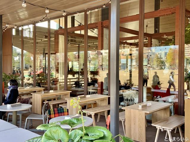 イケサンパークのカフェ テラス席