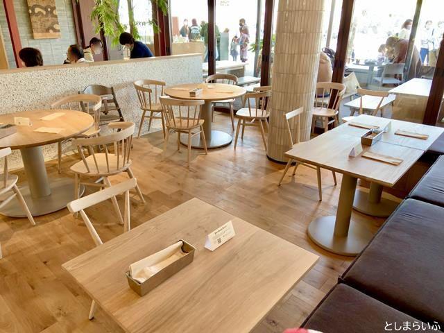 EAT GOOD PLACEのテーブル席