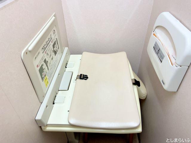 池袋ビックカメラ授乳室のおむつ台