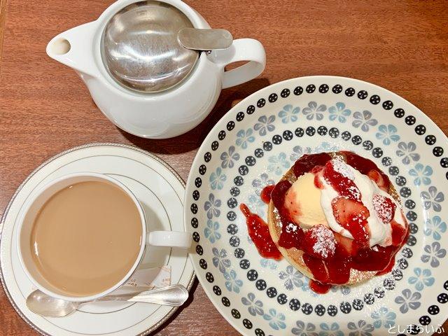 ラ・グラスリィ 西武池袋 ストロベリーパンケーキとミルクティー