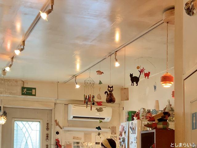 カフェ lamp 店内のモビール