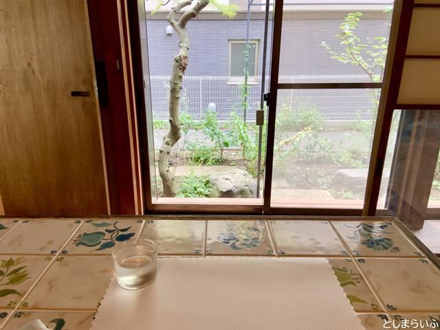 ニシイケバレイ 森小屋トリイ 窓側の席