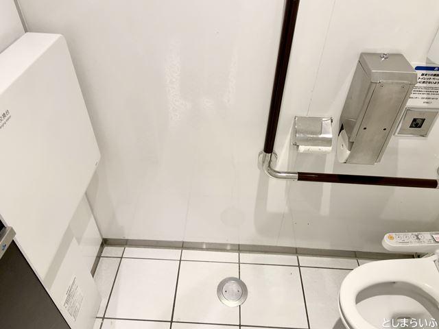 池袋パルコ 女子トイレのおむつ台