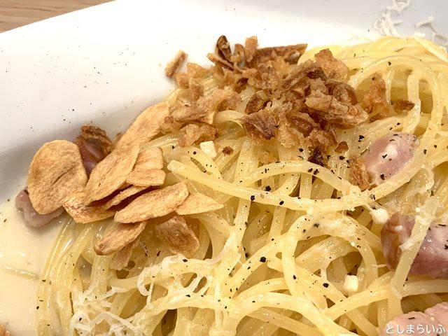 白系スパゲッティ 椎名町 カルボナーラのトッピング