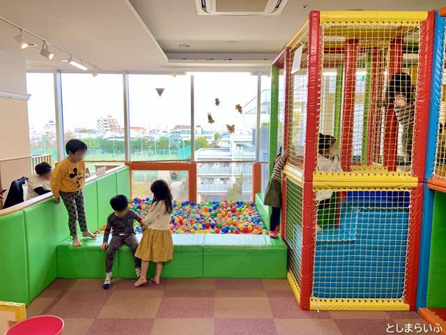 スキップキッズ アイテラス落合南長崎店 複合遊具で遊ぶ子供