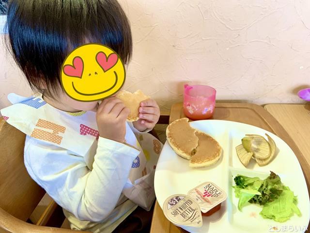 スキップキッズ アイテラス落合南長崎店 パンケーキを食べる子供