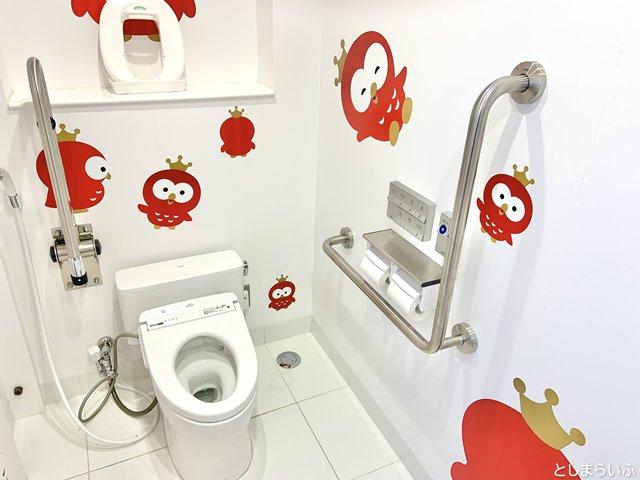 イケサンパーク こどもトイレの中