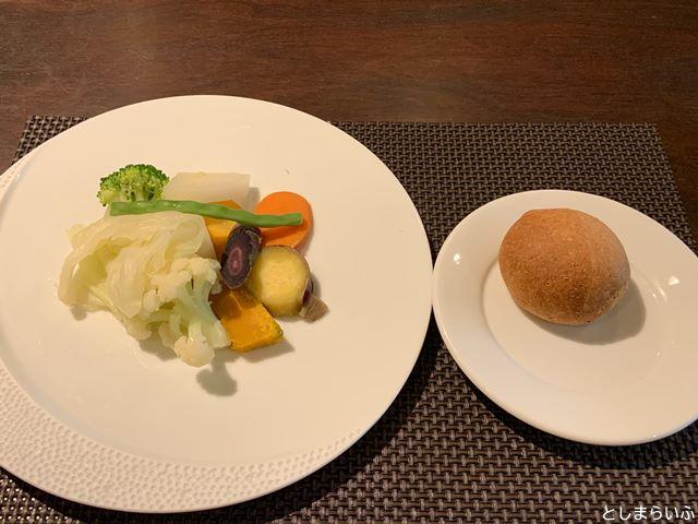 ウナボルタ Una Volta 温野菜とパン