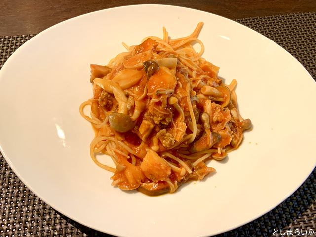 ウナボルタ Una Volta 自家製ソーセージとキノコのトマトソーススパゲッティーニ
